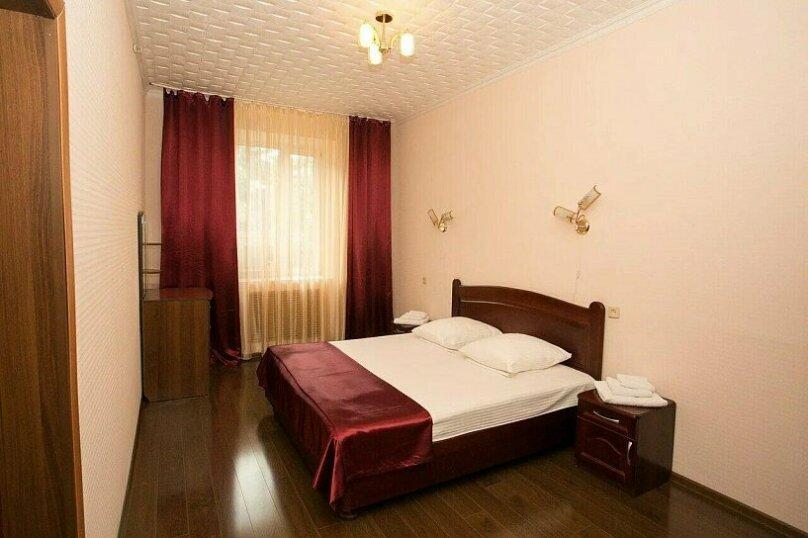 Двухкомнатный двухместный номер с джакузи 407, улица Ленина, 21, Железноводск - Фотография 1