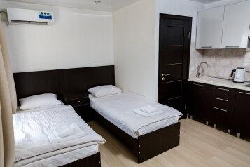 1-комн. квартира, 18 кв.м. на 2 человека, улица 51-й Армии, 5, Керчь - Фотография 1