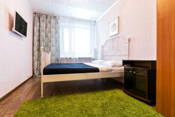 2-комн. квартира, 51 кв.м. на 6 человек, улица Строителей, 9, Москва - Фотография 1