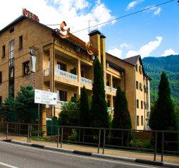 Отель «Утомленные Солнцем», улица Мичурина, 5 на 44 номера - Фотография 1