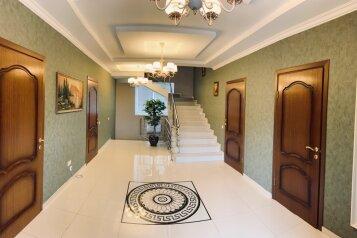 Элитный дом с бассейном и сауной, центр Севастополя, 300 кв.м. на 8 человек, 5 спален, Артиллеристов, 97, Севастополь - Фотография 1
