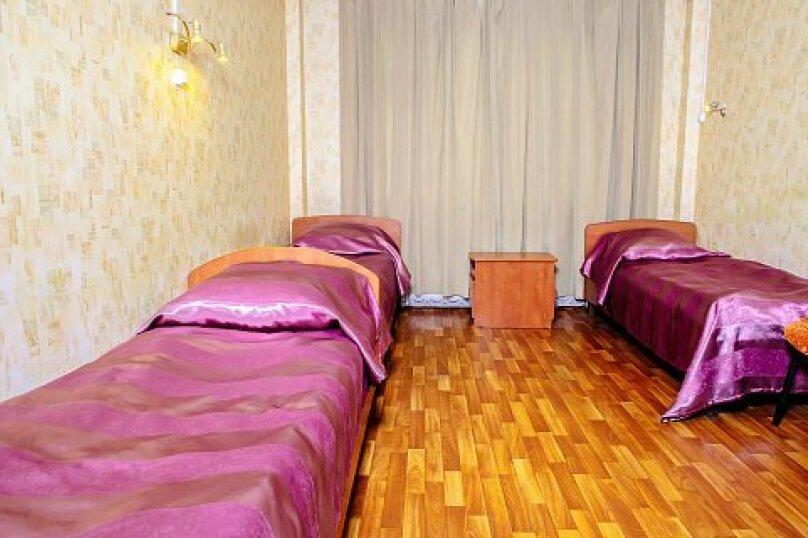 Трехместный эконом класса, бульвар Красных Зорь, 8, Санкт-Петербург - Фотография 1