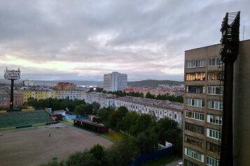 2-комн. квартира, 63 кв.м. на 4 человека, улица Капитана Буркова, 10, Мурманск - Фотография 2