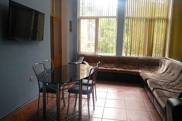 Дом с закрытой террасой и двором с мангалом, 82 кв.м. на 6 человек, 2 спальни