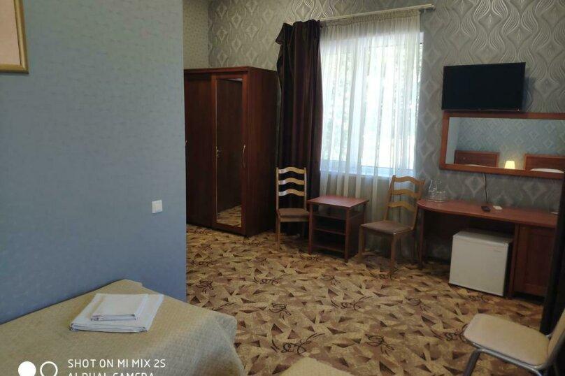 Стандарт 3х местный с балконом, улица Мичурина, 5, Красная Поляна - Фотография 2