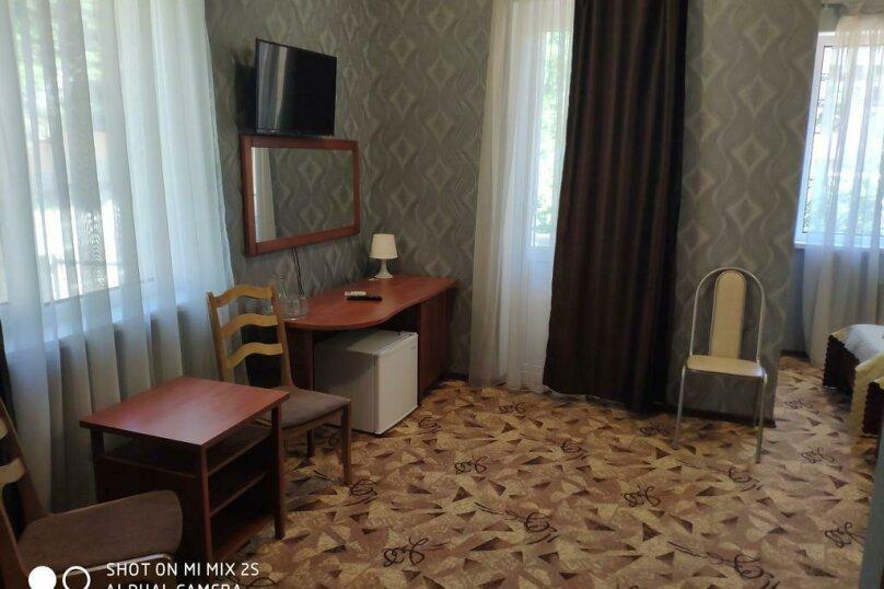 Стандарт 3х местный с балконом, улица Мичурина, 5, Красная Поляна - Фотография 3