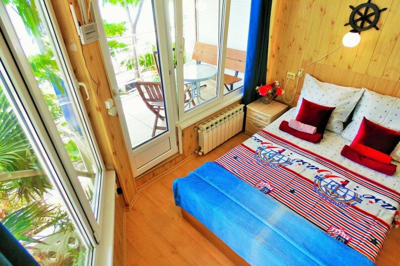Трехместная студия с балконом, улица Дражинского, 7, Ялта - Фотография 4