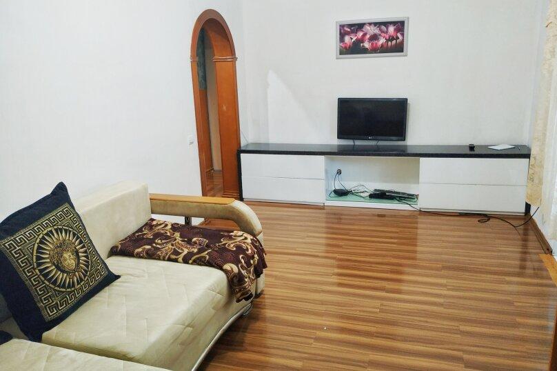 3-комн. квартира, 57 кв.м. на 5 человек, улица Станюковича, 54Г, Владивосток - Фотография 2