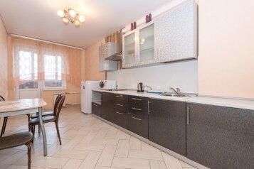 3-комн. квартира, 80 кв.м. на 7 человек, улица Дуси Ковальчук, 238, Новосибирск - Фотография 1