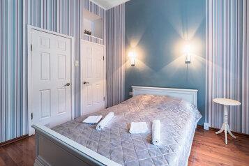 2-комн. квартира, 70 кв.м. на 4 человека, Большая Морская улица, 48, Санкт-Петербург - Фотография 1