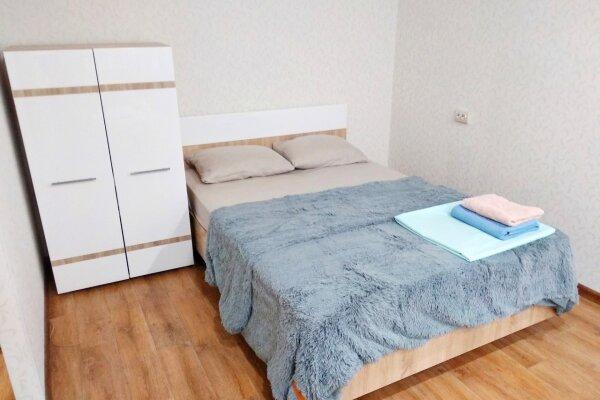 1-комн. квартира, 35 кв.м. на 4 человека, Вокзальная магистраль, 5, Новосибирск - Фотография 1