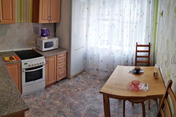 2-комн. квартира, 55 кв.м. на 5 человек, улица Орджоникидзе, 33, Новосибирск - Фотография 1