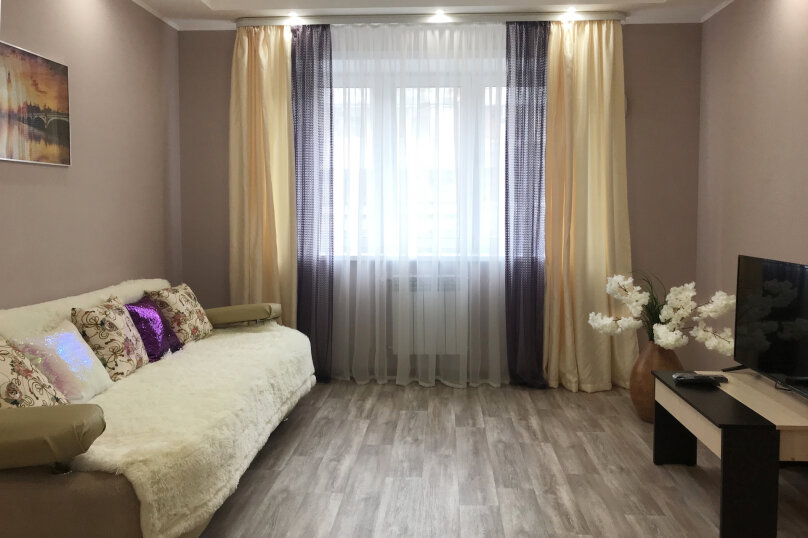 2-комн. квартира, 68 кв.м. на 5 человек, 6-я Советская улица, 80/1, Иркутск - Фотография 1