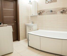 2-комн. квартира, 68 кв.м. на 4 человека, улица Зверева, 1, Иркутск - Фотография 3