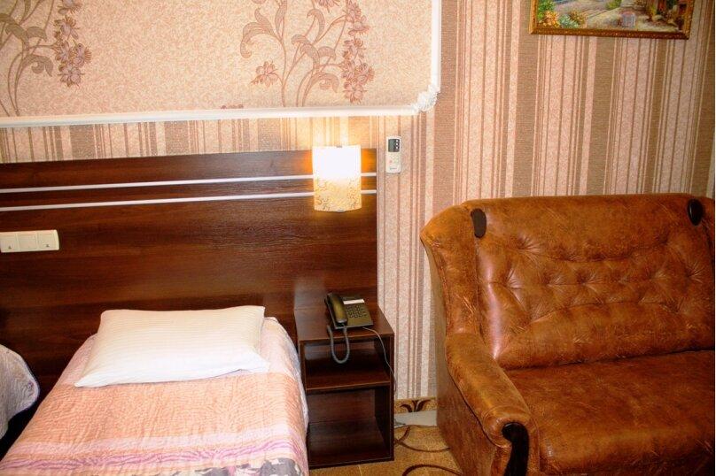 Улучшенный с двумя односпальными кроватями, проспект Победы, 65, Симферополь - Фотография 1