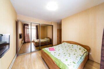 2-комн. квартира, 70 кв.м. на 6 человек, шоссе Космонавтов, 215, Пермь - Фотография 1