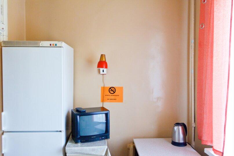 2-комн. квартира, 55 кв.м. на 8 человек, проспект Ленина, 48, Екатеринбург - Фотография 3