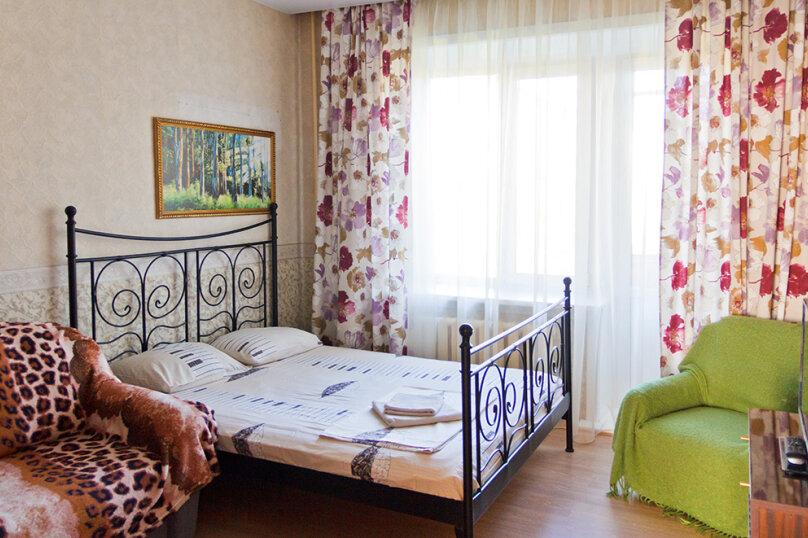 2-комн. квартира, 55 кв.м. на 8 человек, проспект Ленина, 48, Екатеринбург - Фотография 1