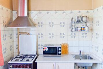 2-комн. квартира, 55 кв.м. на 8 человек, проспект Ленина, 48, Ленинский район, Екатеринбург - Фотография 2