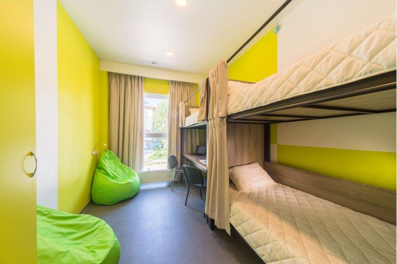 Спальное место в 3 местном мужском номере 3, Беспалова, 104А, Симферополь - Фотография 1