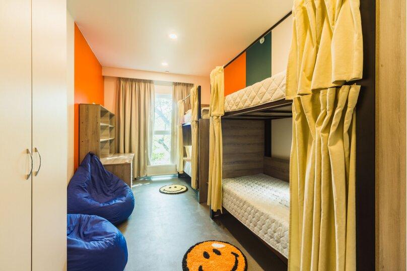 Спальное место в 4 местом мужском номере 10, Беспалова, 104А, Симферополь - Фотография 1
