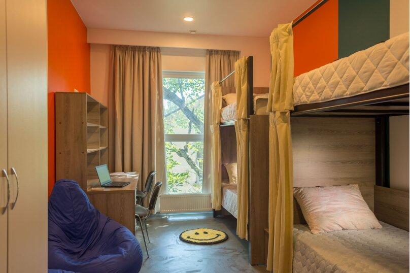 Спальное место в 4 местном женском номере 8, Беспалова, 104А, Симферополь - Фотография 1