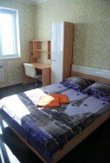 2-комн. квартира, 70 кв.м. на 6 человек, улица Закруткина, 61, Ростов-на-Дону - Фотография 1