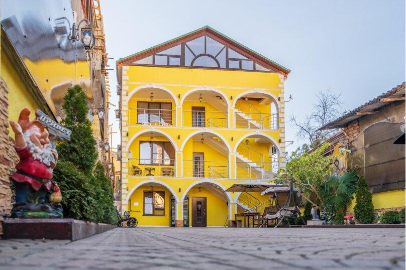 """Гостевой дом """"Da Vinci"""", улица Чкалова, 65А на 19 комнат - Фотография 1"""