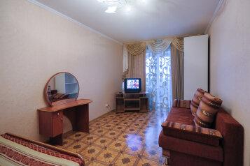 1-комн. квартира, 42 кв.м. на 4 человека, улица Орджоникидзе, 162, Омск - Фотография 1