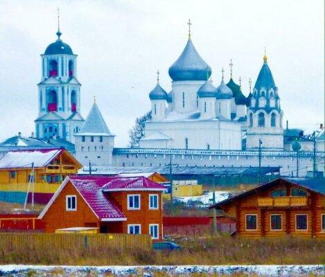 Деревянный дом у стен Никитского монастыря, 100 кв.м. на 6 человек, 2 спальни