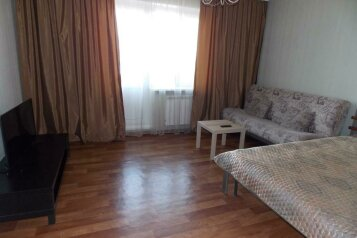 2-комн. квартира, 56 кв.м. на 5 человек, улица Молокова, 58, Красноярск - Фотография 1
