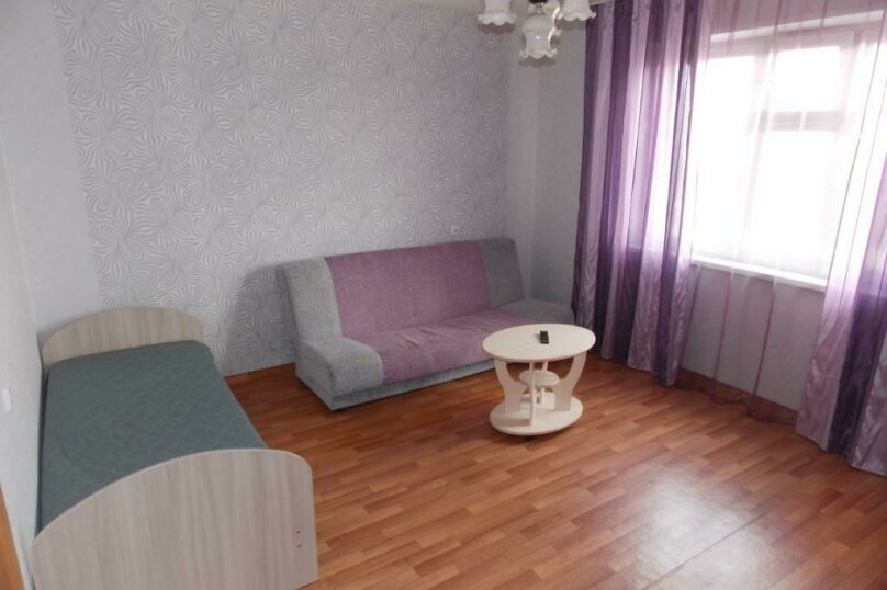 2-комн. квартира, 56 кв.м. на 5 человек, улица Алексеева, 5, Красноярск - Фотография 5