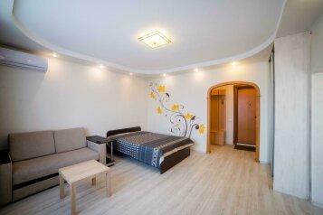 1-комн. квартира, 42 кв.м. на 4 человека, улица Молокова, 17, Красноярск - Фотография 1