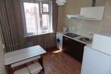 2-комн. квартира, 56 кв.м. на 5 человек, улица Алексеева, 5, Красноярск - Фотография 1