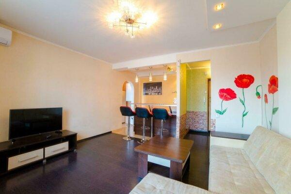 2-комн. квартира, 54 кв.м. на 4 человека, улица 78-й Добровольческой Бригады, 19, Красноярск - Фотография 1
