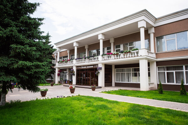 Гостиница, улица 50 лет Октября, 4А на 50 номеров - Фотография 1