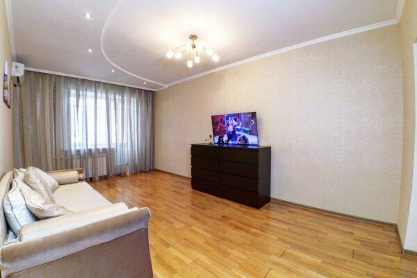 1-комн. квартира, 50 кв.м. на 4 человека, улица Абсалямова, 13, Казань - Фотография 1