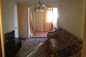 2-комн. квартира, 40 кв.м. на 4 человека, улица Мачавариани, 34, Сухум - Фотография 1