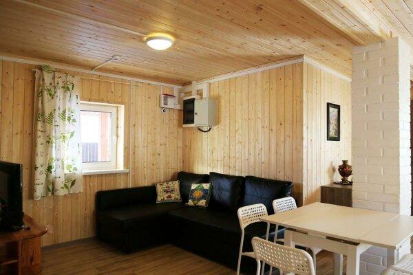 Домик у озера, 50 кв.м. на 6 человек, 2 спальни