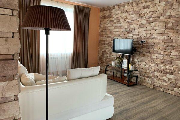 Дом, 120 кв.м. на 6 человек, 3 спальни, Космактинская улица, 19, Абзаково - Фотография 1