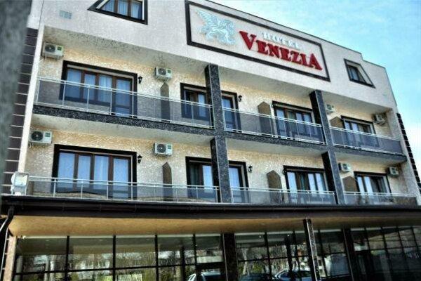 Отель, Кечкеметская улица, 169 на 53 номера - Фотография 1