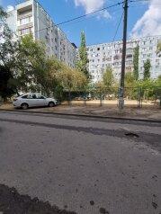 2-комн. квартира, 56 кв.м. на 5 человек, улица Константина Симонова, 20, Волгоград - Фотография 3