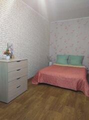 2-комн. квартира, 50 кв.м. на 5 человек, проспект 100-летия Владивостока, 46, Владивосток - Фотография 1