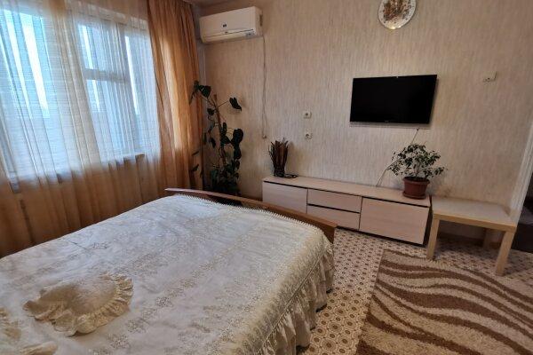 1-комн. квартира, 35 кв.м. на 4 человека, улица 8-й Воздушной Армии, 38, Волгоград - Фотография 1