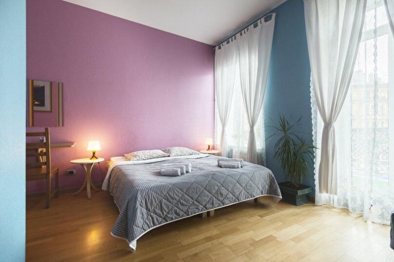 Трёхместная комната с удобствами на этаже, набережная канала Грибоедова, 35, метро Садовая, Санкт-Петербург - Фотография 1