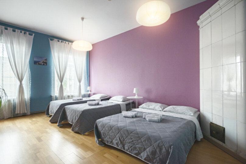 Четырёхместная комната с удобствами на этаже., набережная канала Грибоедова, 35, метро Садовая, Санкт-Петербург - Фотография 1