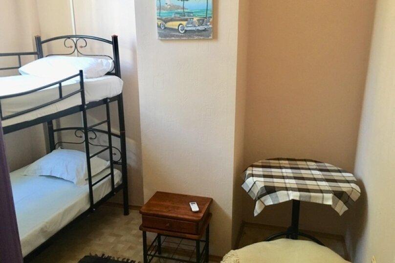 Место в 4-х местном женском  номере, улица Маяковского, 5, Севастополь - Фотография 1