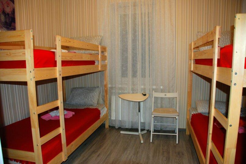 семейная комната с двухъярусными кроватями, Красная улица, 5/41, Пятигорск - Фотография 1