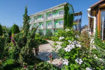 Гостевой дом , Севастопольская, 37 на 15 комнат - Фотография 1