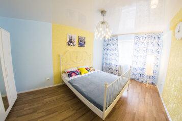 2-комн. квартира, 50 кв.м. на 5 человек, улица Котовского, 16, Омск - Фотография 1